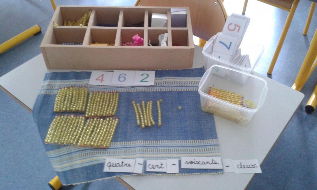 La numération et le calcul avec les perles Montessori